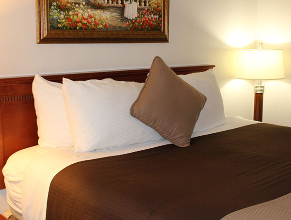Rooms in O'Cairns Inn & Suites, California